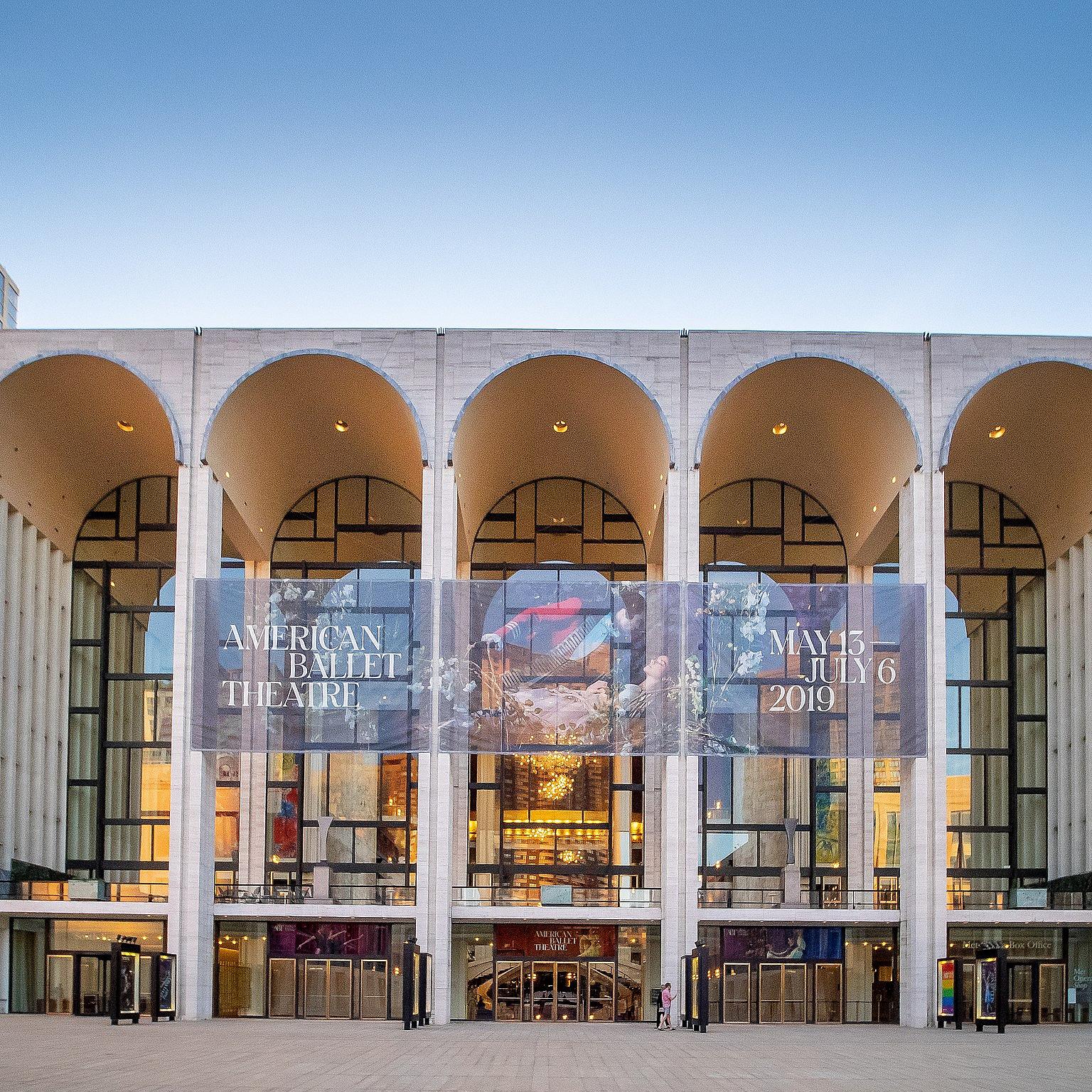 Marad a Metropolitan Opera igazgatója